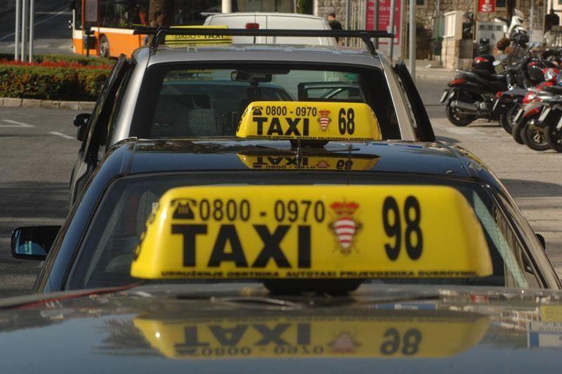 Koliko taksista radi na crno?