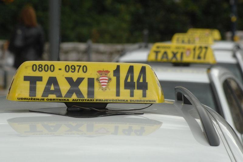 Cijene taksija za građane 20 posto niže