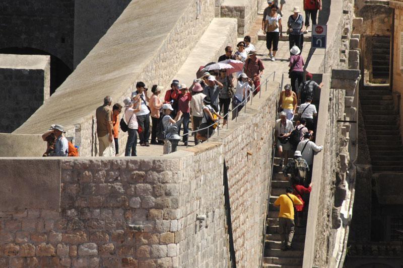 Izvrsne brojke – 90 tisuća više ljudi na zidinama
