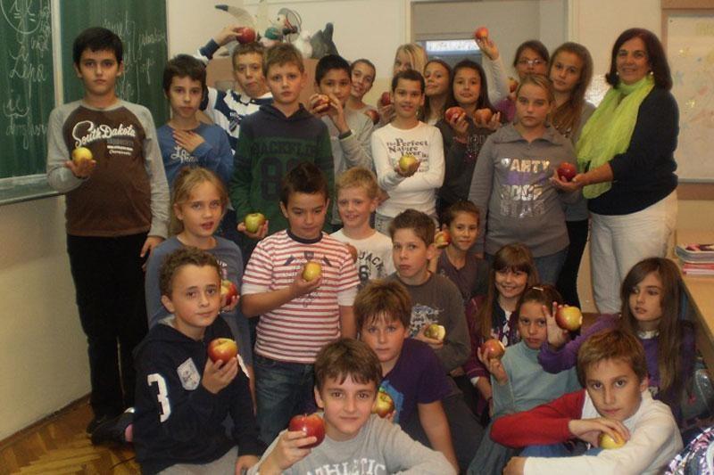 Lapadski đaci obilježili Dan jabuke