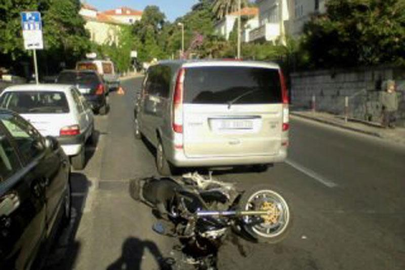 Sudar kombija i motocikla