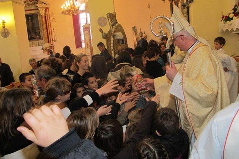 Biskup na proslavi u Čilipima