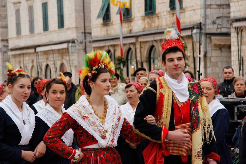 FOTO: Primorska svadba na Stradunu