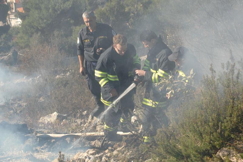 Izazvala požar spaljivanjem korova