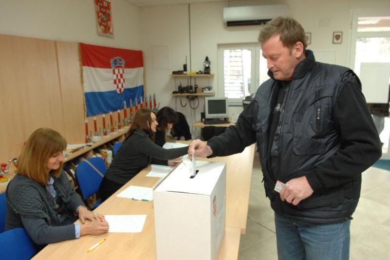 Do 11 sati glasovalo 3408 Dubrovčana