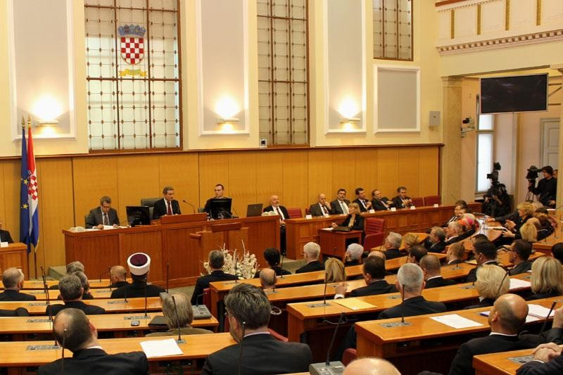 HUS osudio sedmoricu zastupnika