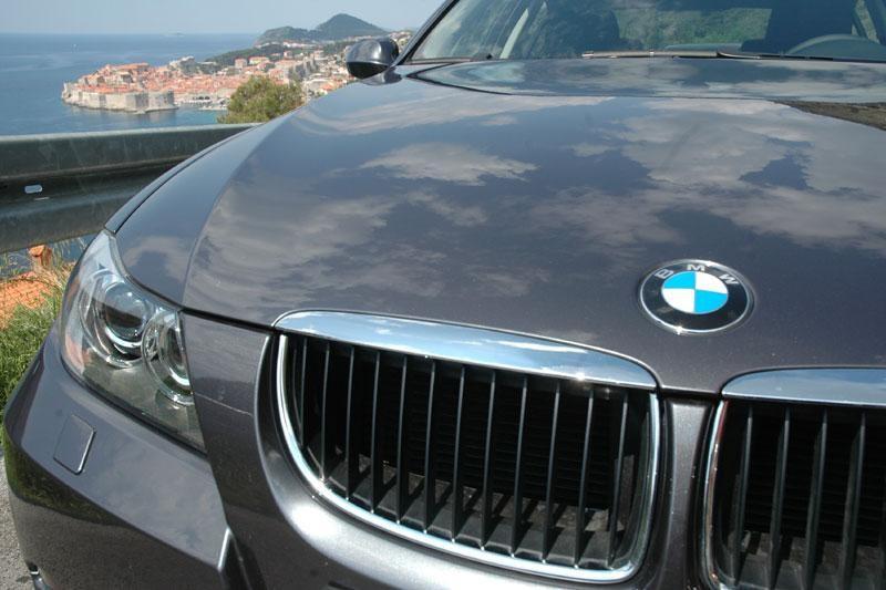 DOZNAJEMO Vlahušić na suđenje službenim BMWom!