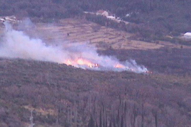 Ugašen požar u Komolcu
