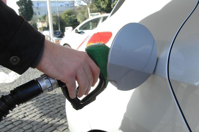 Padaju cijene goriva!