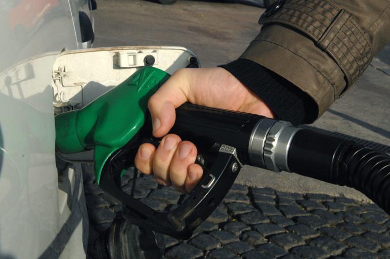 Od ponoći niže cijene goriva