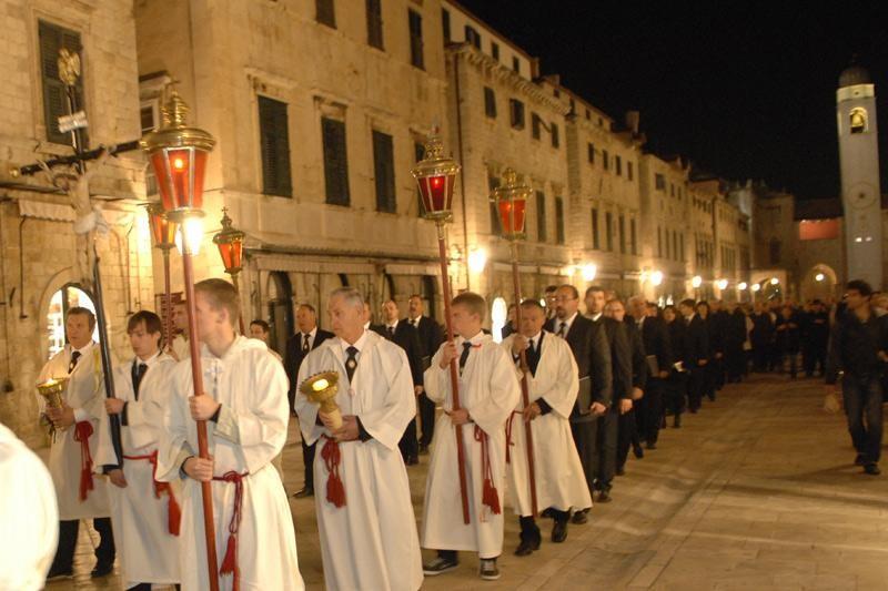 """""""Za Križen"""" na Stradunu i u katedrali"""