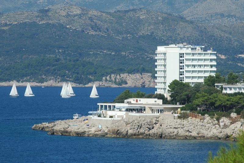 Plave zastave hotelima President i Neptun, te ACI marini