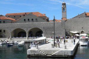 HITNA INTERVENCIJA U PORTU Ženi pozlilo, prebačena u OB Dubrovnik