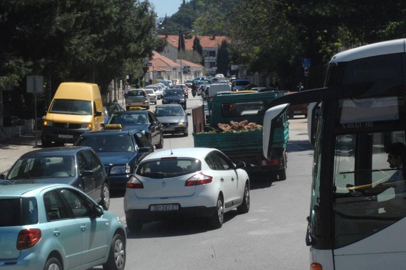 Krpanje ceste na Vojnoviću!