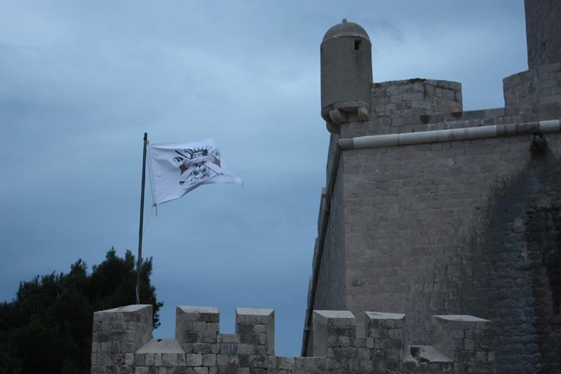 Zbog zastava Grad podnio kaznenu prijavu