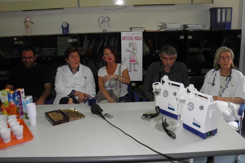 Teatrin darovao dva aspiratora Pedijatriji
