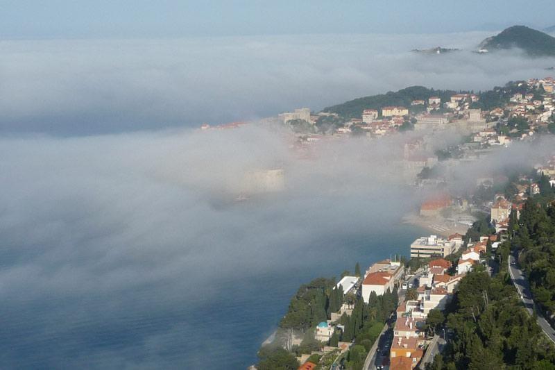 """Dubrovnik opet """"oklopljen"""" maglom"""