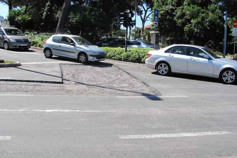 Krpanje asfalta ispred Doma zdravlja