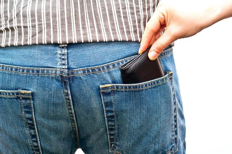 Policija je uhvatila bukvalno s rukom u tuđem džepu