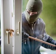 KAKVA DRSKOST Ušao im u apartman dok su spavale i ukrao mobitele