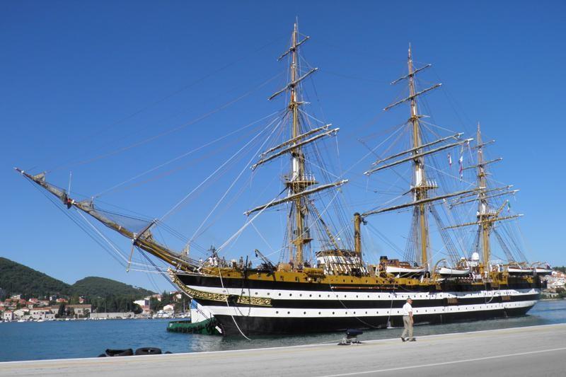 """Dubrovnik posjetio """"Amerigo Vespucci"""""""