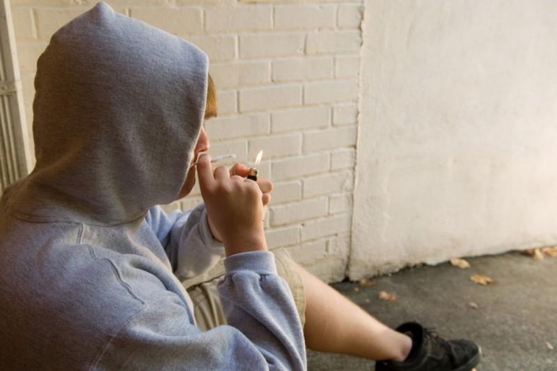 Prodavao marihuanu i davao ovisnicima da puše u njegovom stanu