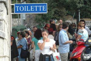 Osam i više tisuća gostiju, a SAMO 23 kabine javnog WC-a na 'usluzi'!?
