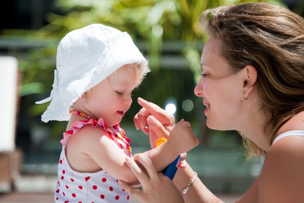 Majka s djetetom (Ilustracija - Shutterstock Images LLC)