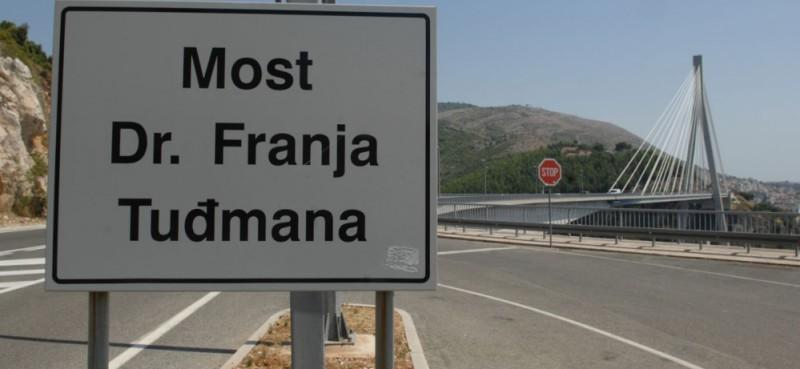 NA MOSTU Policija pritvorila Slovaka koji je mrtav pijan (2,39 g/kg) vozio autobus pun putnika