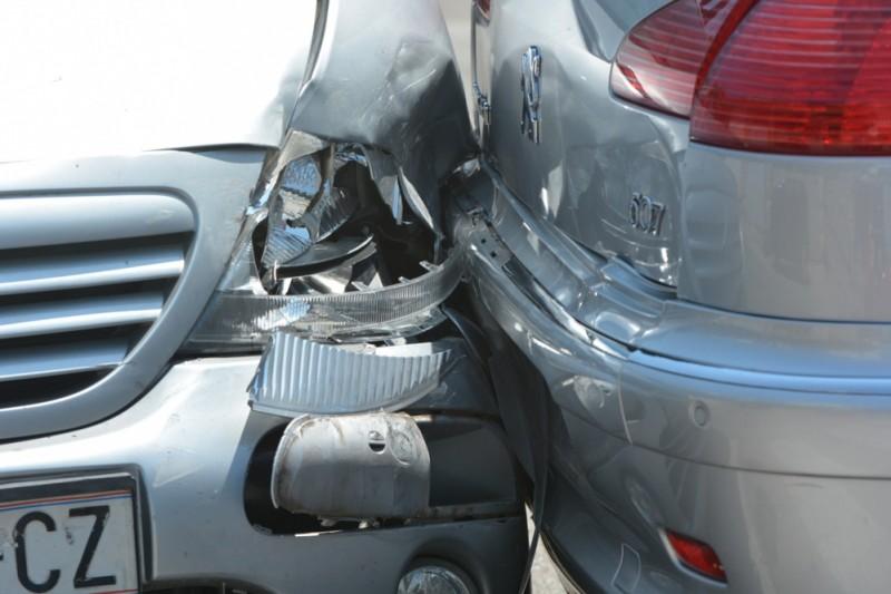 POVEĆAJTE OPREZ ZBOG SKLISKIH KOLNIKA Poviše Dupca sudarila se dva vozila