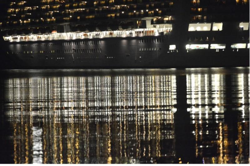 FOTO Odraz cruisera u ogledalu mora