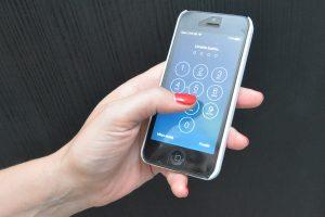 DRSKI 'DUGOPRSTIĆ' Iskoristio nepažnju 34-godišnjakinje pa joj ukrao mobitel