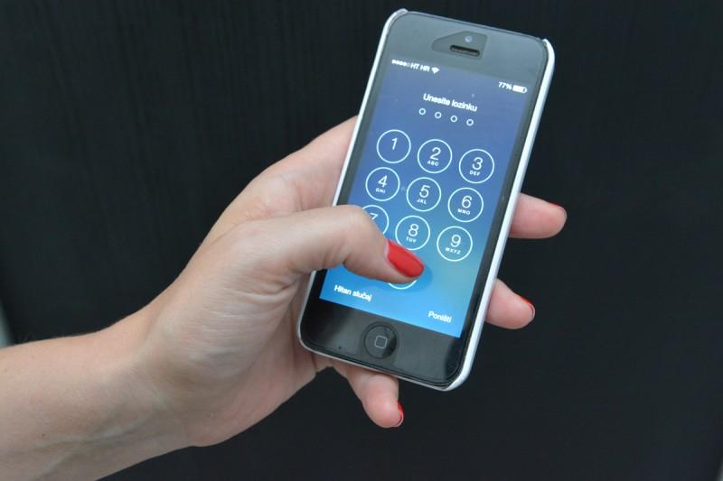 NAJAVA OŠTRIH KONTROLA Mobiteli su novi 'ubojice' na cestama!