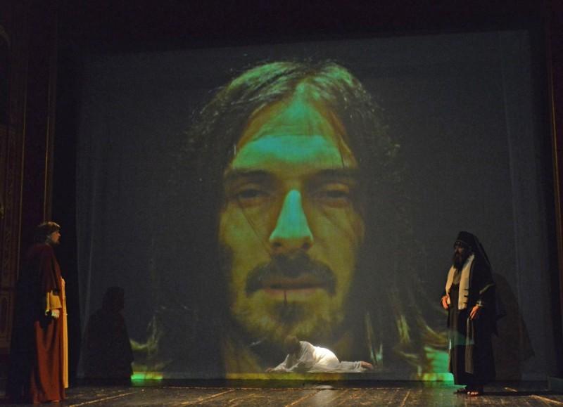 VEČERAS U KAZALIŠTE S DuListom na 'Prikazanje muke Isusove'!