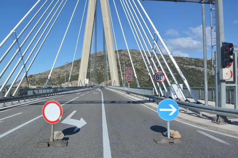 STIGLA ZIMA Bura zatvorila most za prvu skupinu vozila