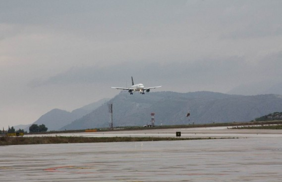 OPASNA IGRA Tko je laserom ometao zrakoplov pri slijetanju na Čilipe?