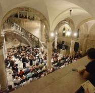 DSO i ruski violinisti pred prepunim Kneževim dvorom