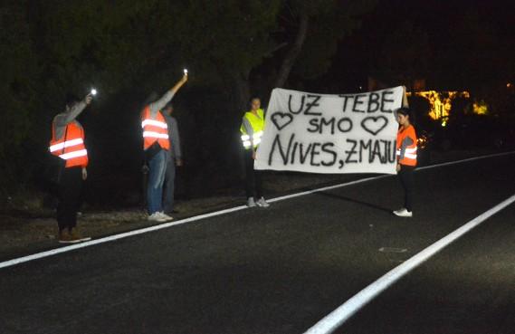FOTO/VIDEO Lozica poručila: Uz tebe smo Nives!