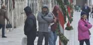 FOTOGALERIJA Bura iznenadila šetače na Stradunu