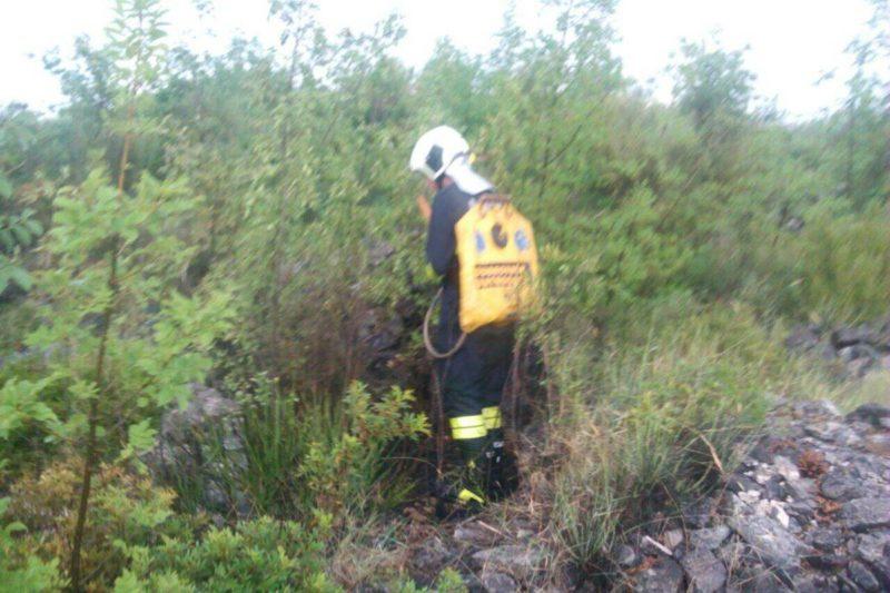 Vatrogasci naprtnjačama ugasili požar iznad Gromače