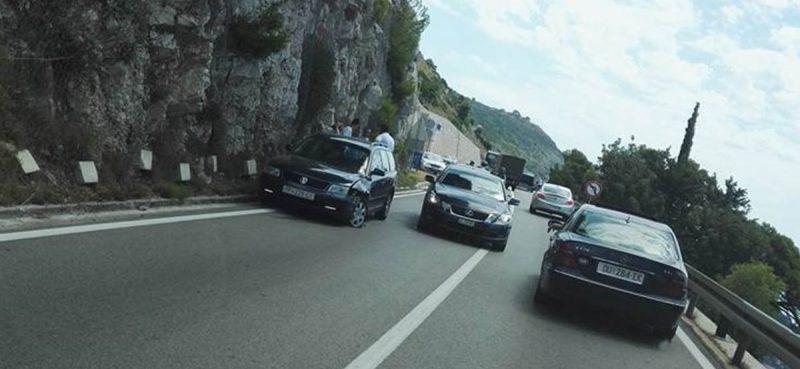 PROMETNA NESREĆA Sudar dvaju automobila pokraj trafostanice