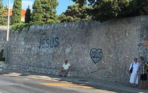 OD 'JESUSA' DO OTOKA D.O.O. Biskupov status i rasprava o grafitima pošli u drugom smjeru