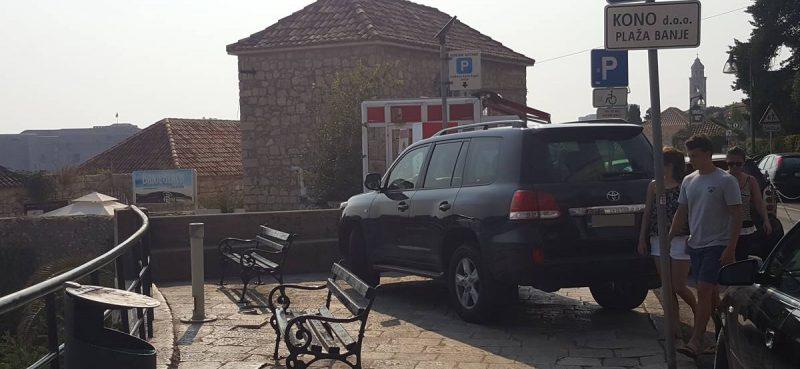 PRVI RED DO MORA Da je mogao, na plažu bi se parkirao!