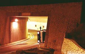 PROMETNA U Tunelu na Ilijinoj glavici prevrnuo se kamion!