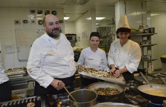 FOTO/VIDEO SPOJ MORA I KOPNA Tko je sve uživao na kulinarskom putovanju s Andrejem Barbierijem?