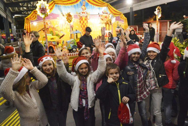 FOTO/VIDEO Uz puno smijeha u Gružu počela dječja zimska čarolija