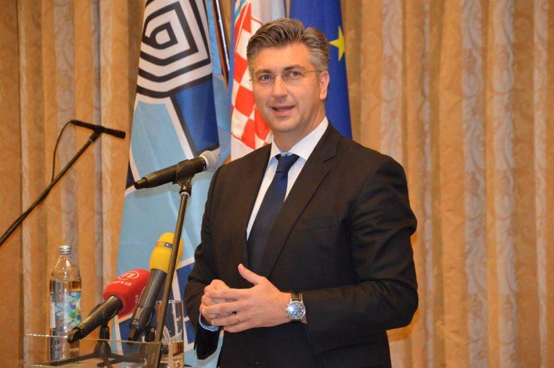 PLENKOVIĆ O RUŠENJU VLAHUŠIĆEVOG PRORAČUNA 'Ne trebaju nam krize da bismo išli u izbore ambiciozno'
