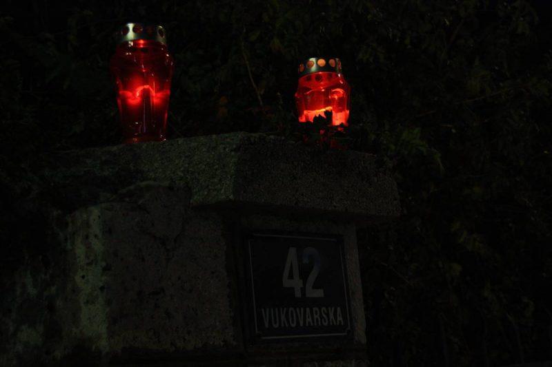 FOTOGALERIJA Lampioni u Vukovarskoj ulici u znak sjećanja na Grad heroj