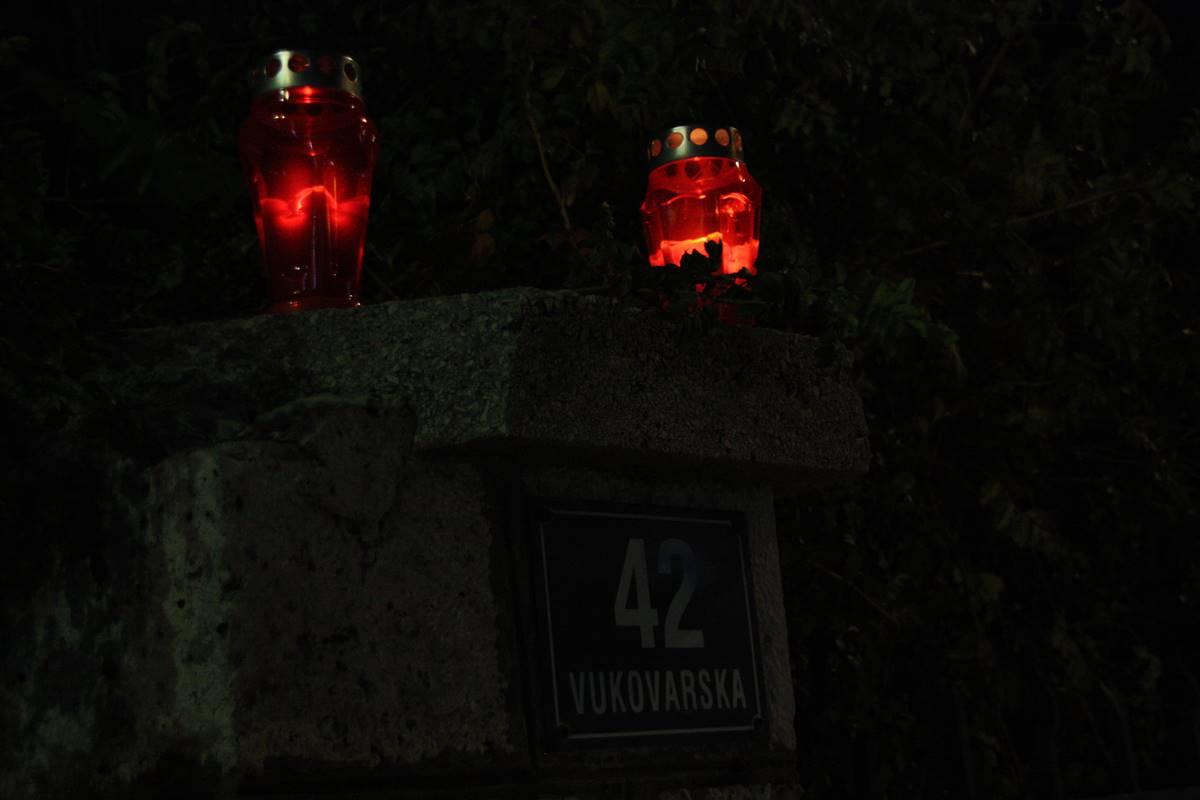 Fotogalerija lampioni u vukovarskoj ulici u znak sje anja for Mural u vukovarskoj ulici