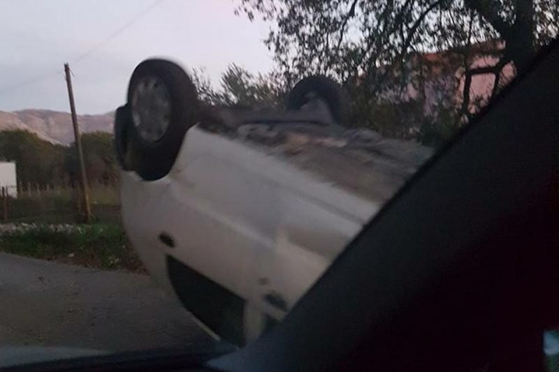 JOŠ JEDNA PROMETNA U Čelopecima automobil završio na krovu!